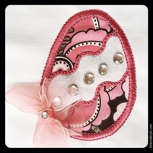 Applique Egg w Wave Center 4